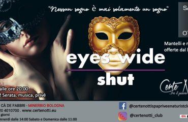Eyes wide shut: mantelli e mascherine offerte dal locale